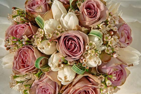 buchete de mireasa deosebite cu flori frumoase
