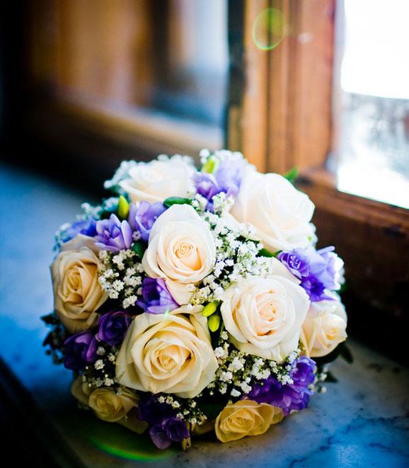 flori pe pervaz