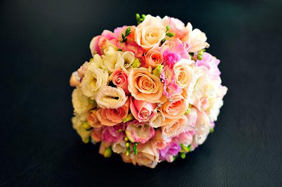 buchet de mireasa cu flori roz