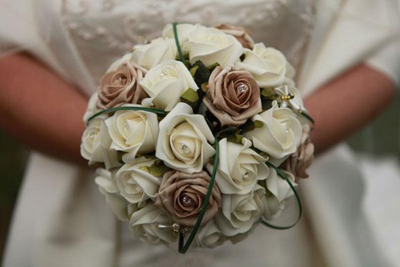 buchet de mireasa cu trandafiri albi