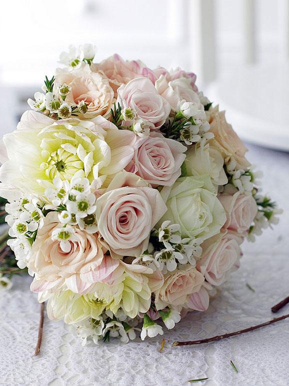 buchet spendid cu trandafiri roz si albi