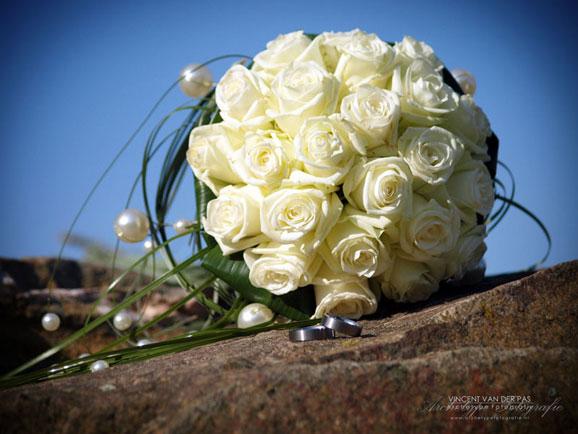 trandafiri albi si verighete