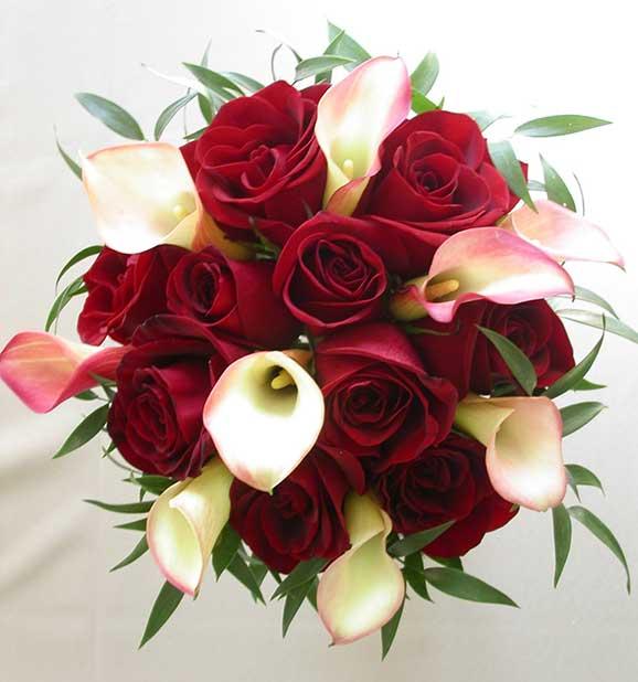 buchet mireasa din cale si trandafiri rosii