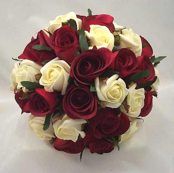 Buchete de mireasa din trandafiri albi si rosii