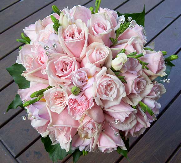 buchete de mireasa superbe din trandafiri