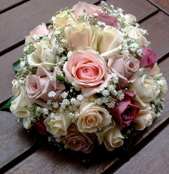 Buchete de mireasa superbe din trandafiri albi roz si galbeni