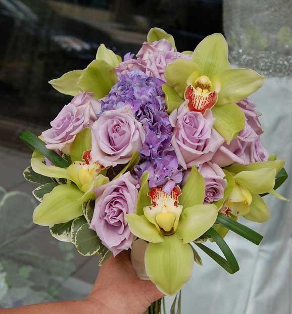buchet de orhidee si trandafiri