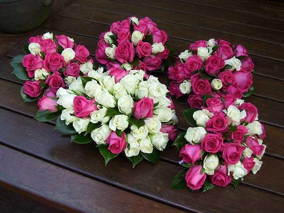 5 buchete de mireasa din trandafiri albi si rosii