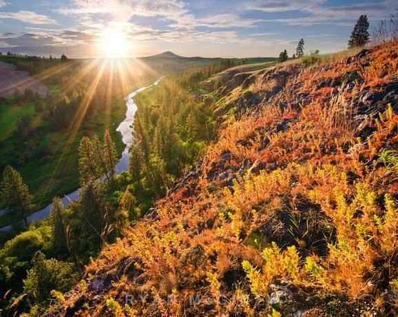Peisaj de vara la munte amurg de soare