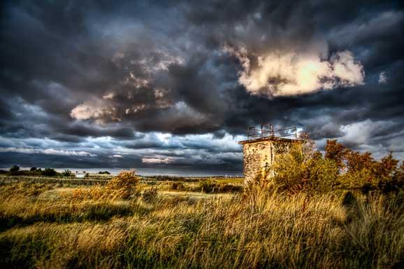 Peisaj de vara cu nori de furtuna